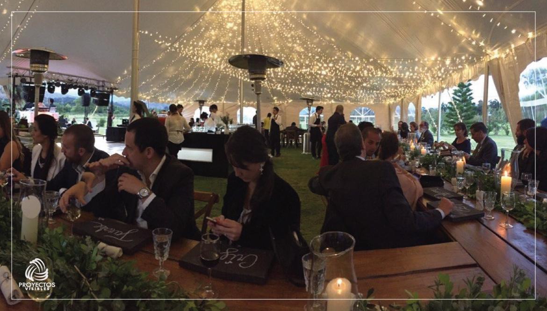 Iluminación para bodas en carpas
